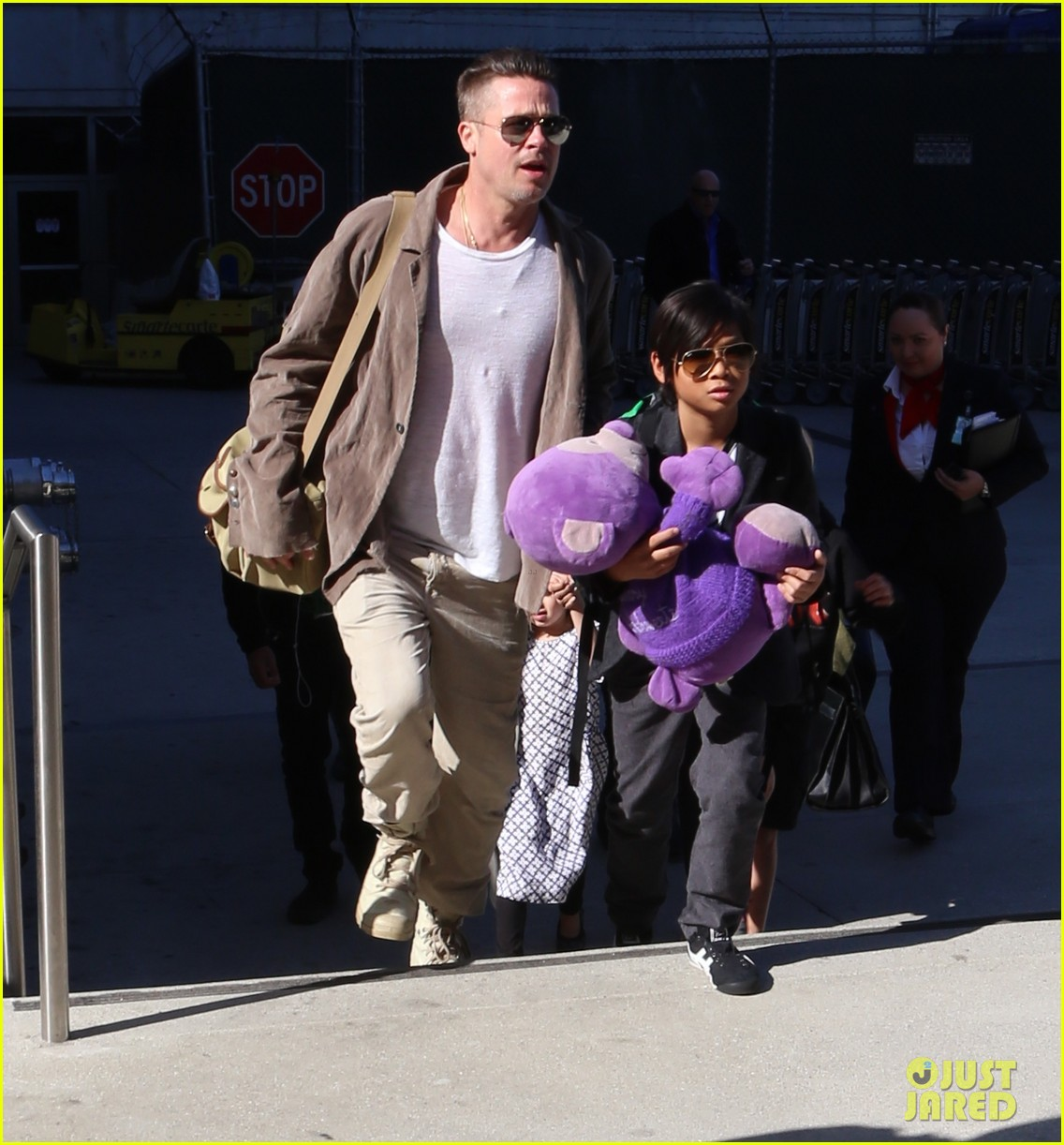 angelina jolie brad pitt all six kids land in los angeles see the new pics 153047992