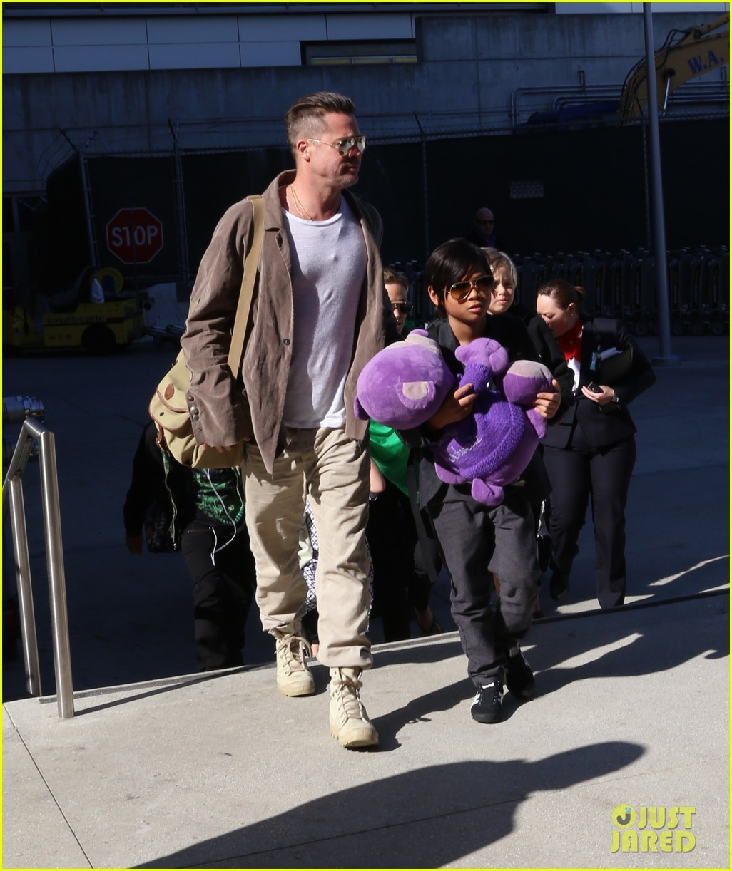 angelina jolie brad pitt all six kids land in los angeles see the new pics 163047993