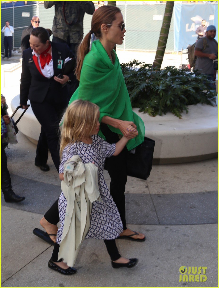 angelina jolie brad pitt all six kids land in los angeles see the new pics 17