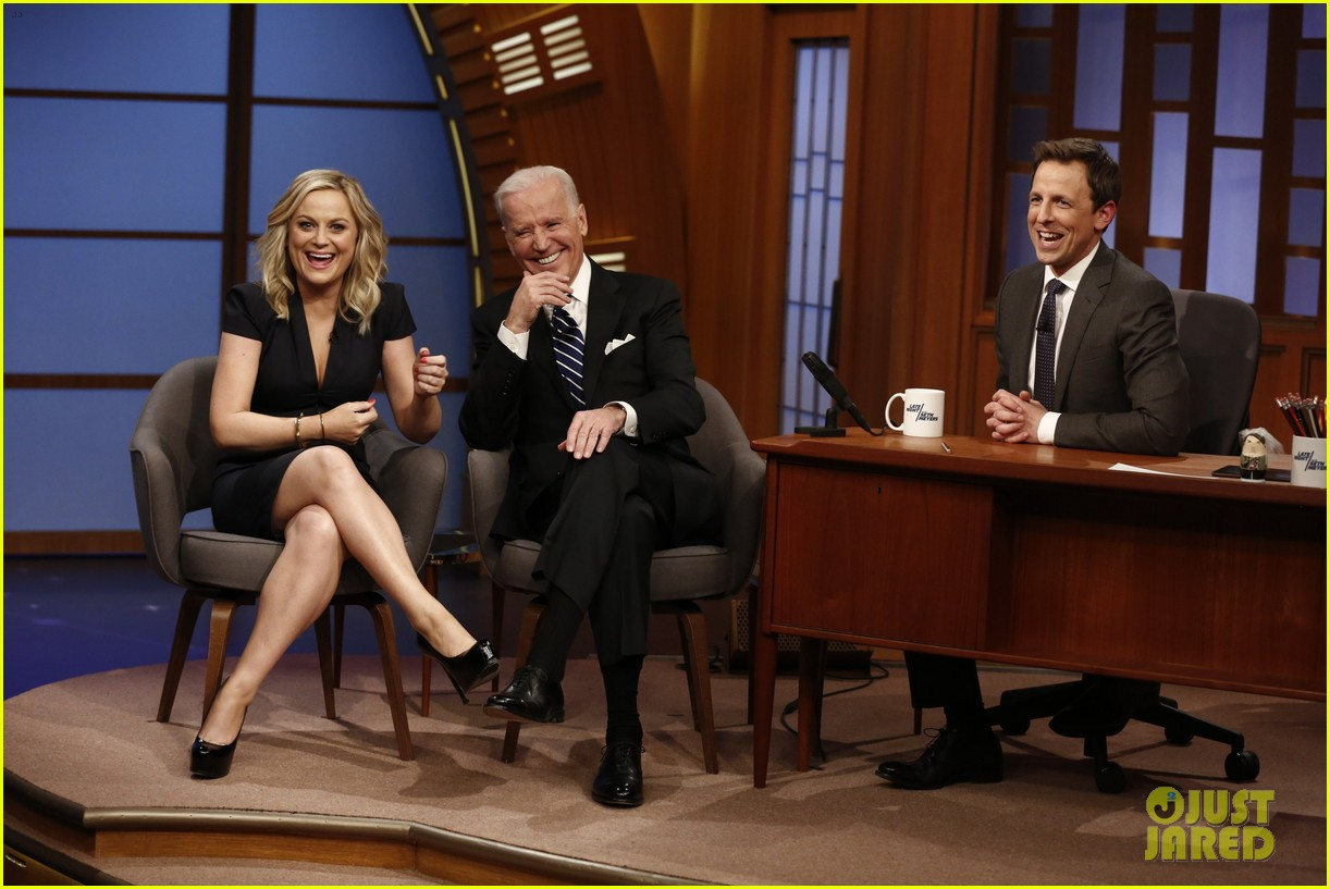 amy poehler visits seth meyers on late night debut 033060203