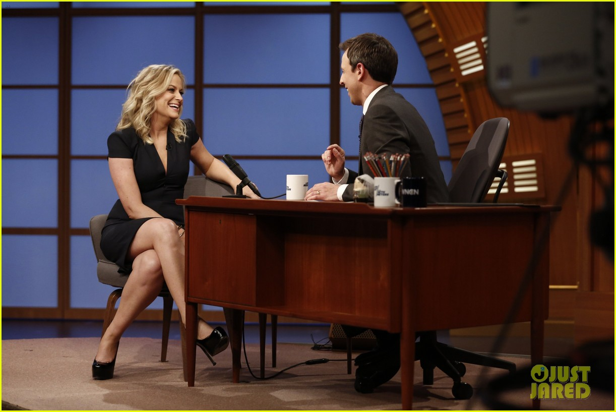 amy poehler visits seth meyers on late night debut 053060205
