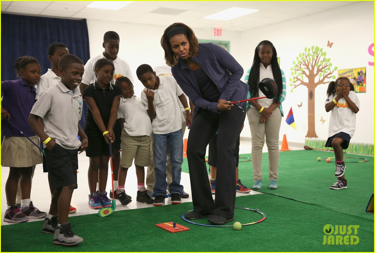 amy poehler michelle obama promote lets move initiative 033060932
