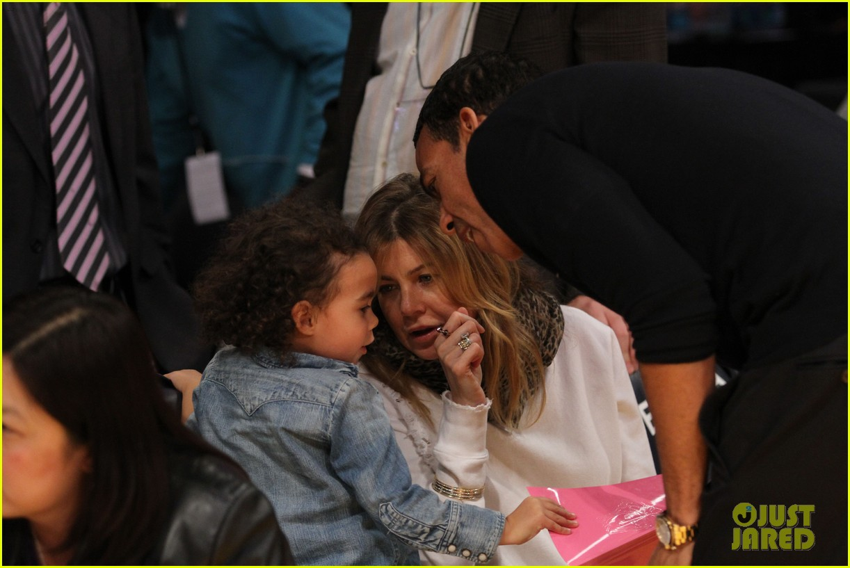 ellen pompeo will ferrell lakers courtside seats with the kids 033059752