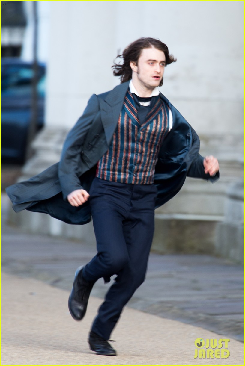 daniel radcliffes long hair reminds us of sirius black 053061260