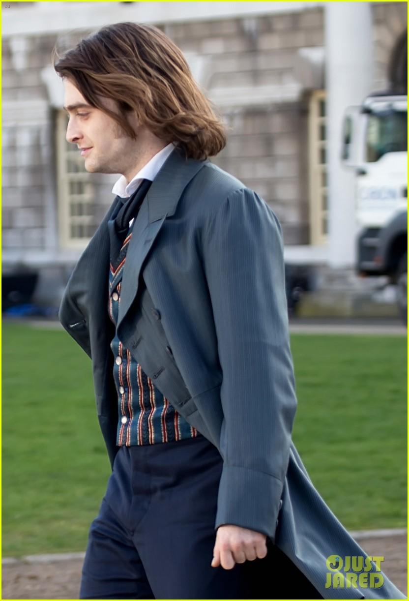 daniel radcliffes long hair reminds us of sirius black 213061276