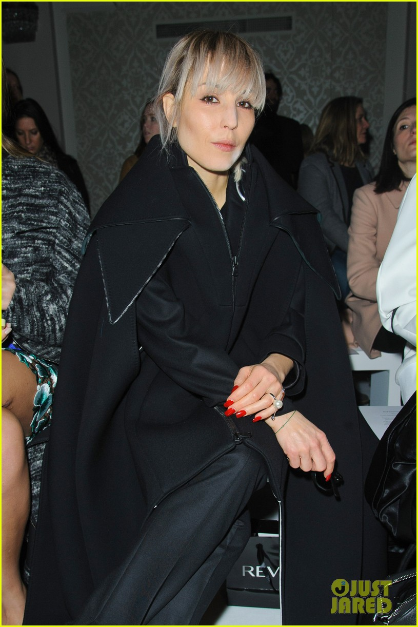 noomi rapace antonio berardi fashion show in london 013055349