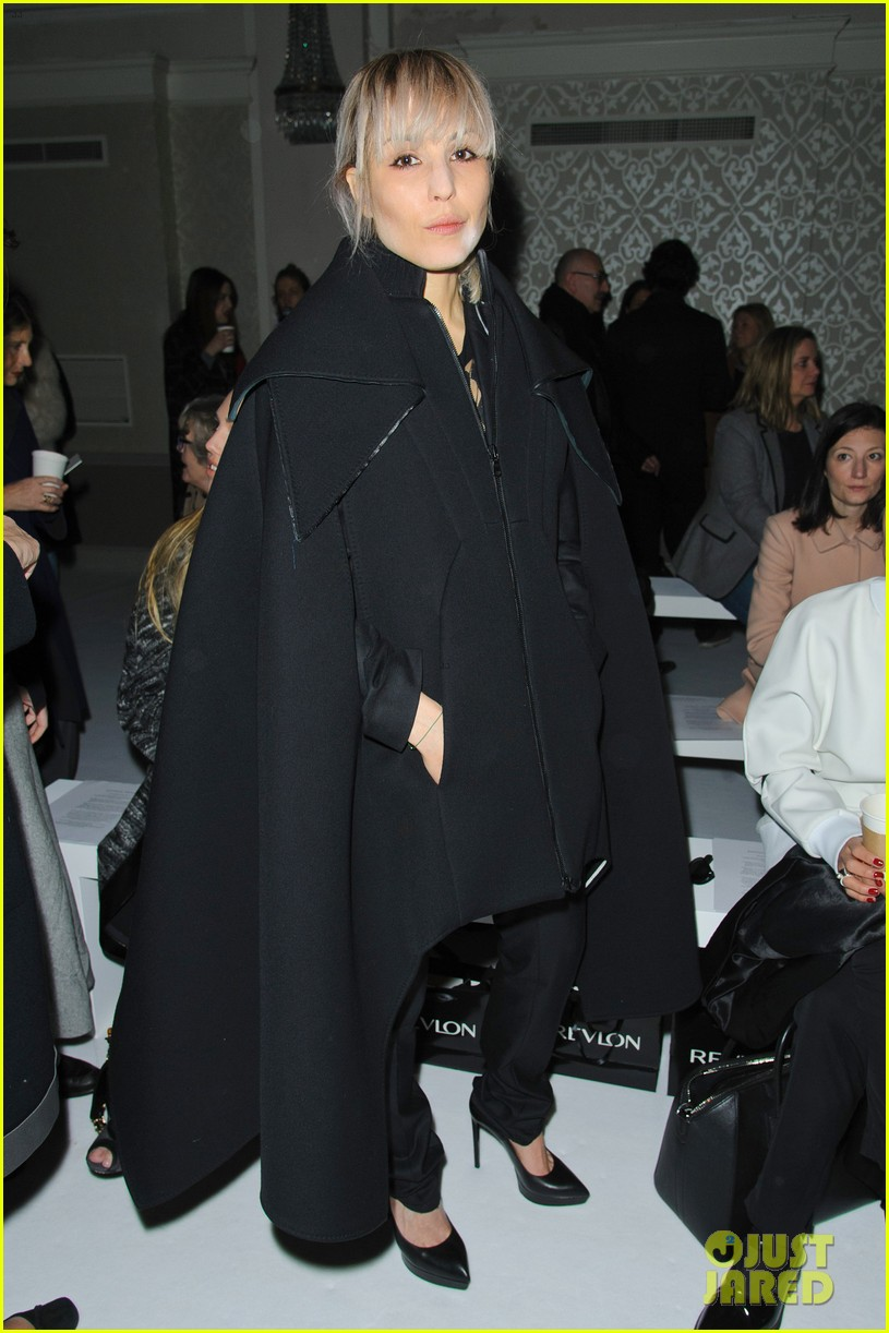noomi rapace antonio berardi fashion show in london 023055350