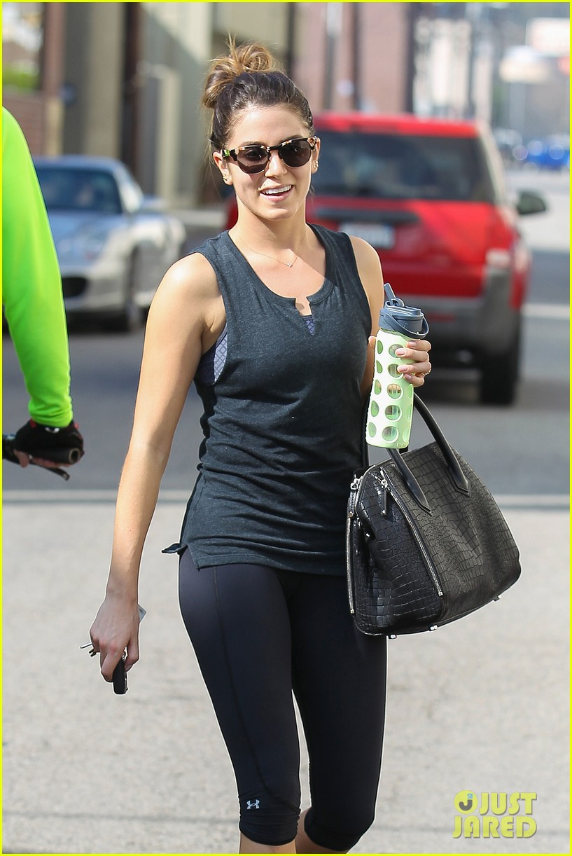 nikki reed keeps in shape with daily workout 093060902