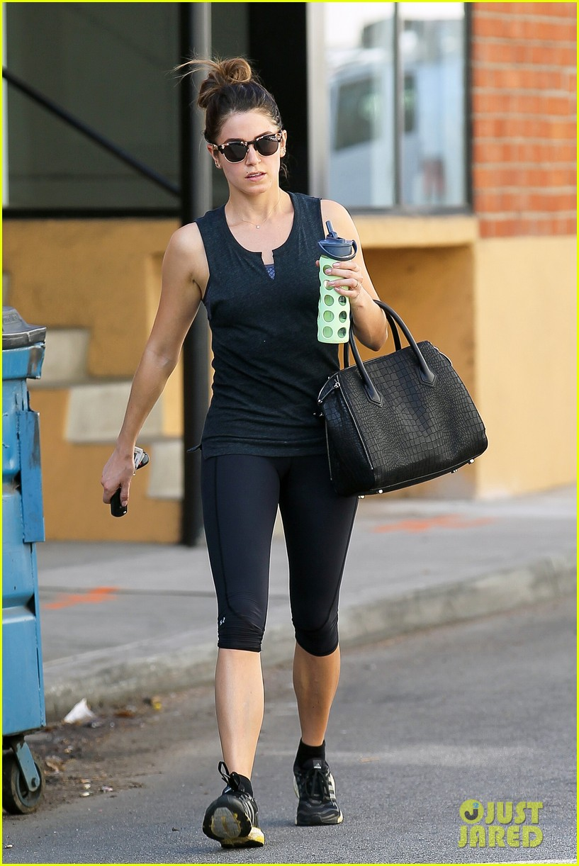nikki reed keeps in shape with daily workout 113060904