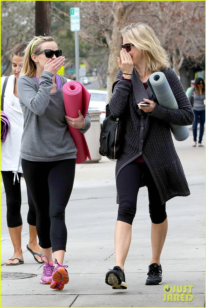 reese witherspoon naomi watts share secrets after yoga 033048715
