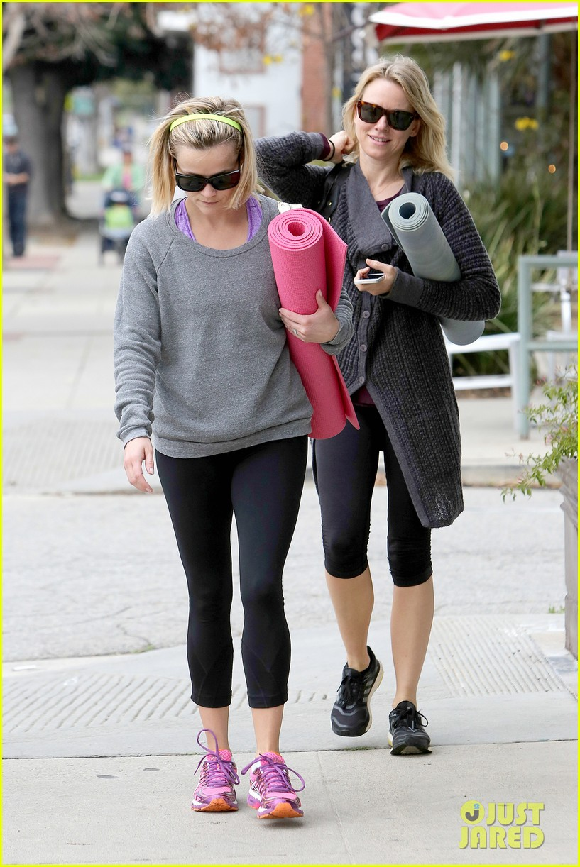 reese witherspoon naomi watts share secrets after yoga 043048716