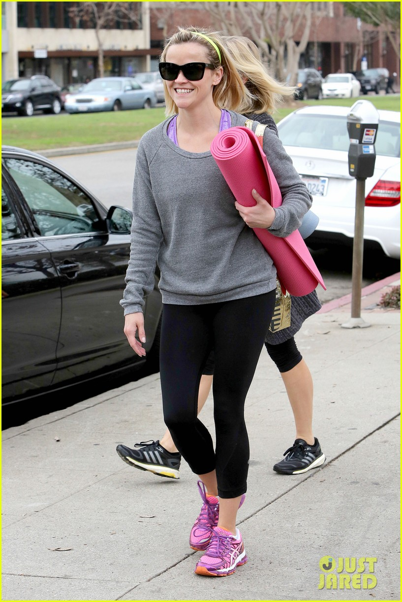 reese witherspoon naomi watts share secrets after yoga 103048723