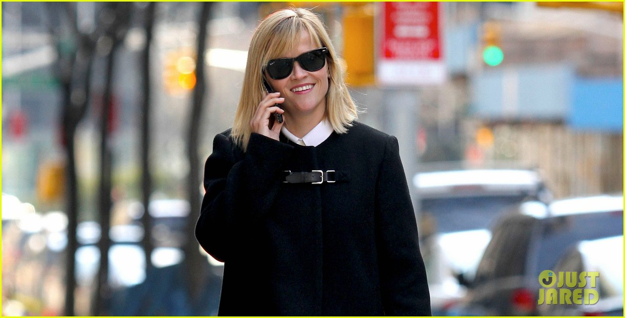 reese witherspoon enjoys rare warmer new york weather 023059464