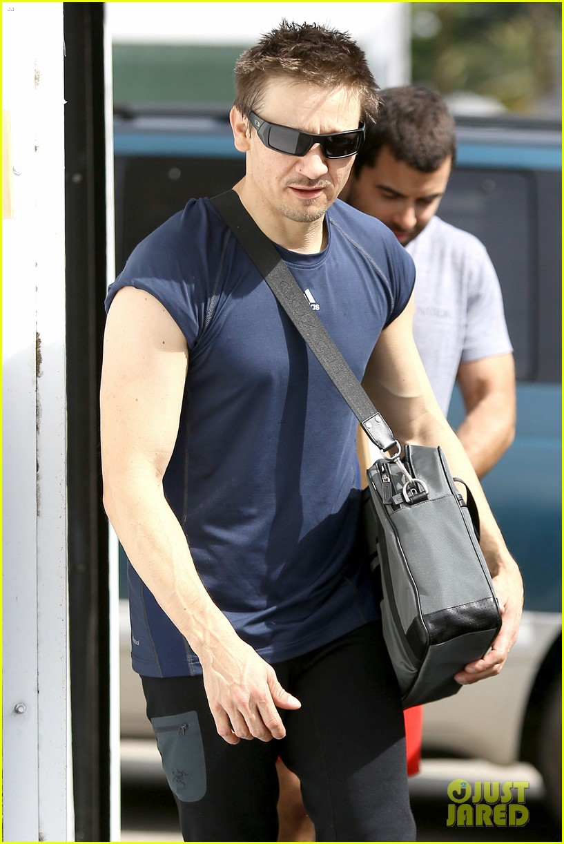 jeremy renner is back in hawkeye mode shows off muscles 063061839