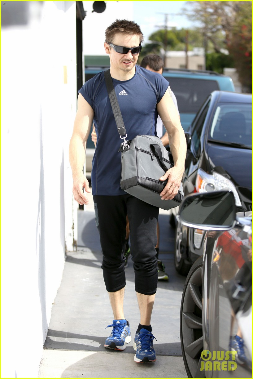 jeremy renner is back in hawkeye mode shows off muscles 083061841