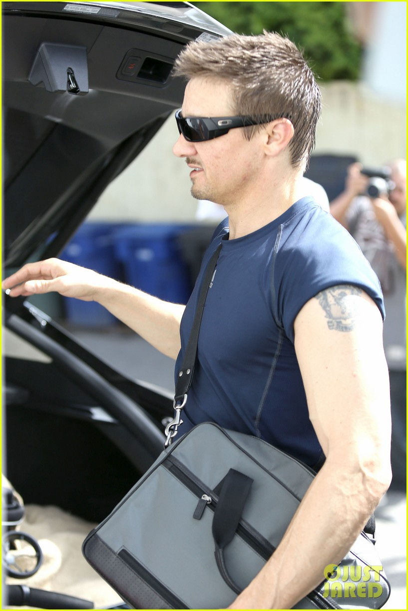jeremy renner is back in hawkeye mode shows off muscles 133061846