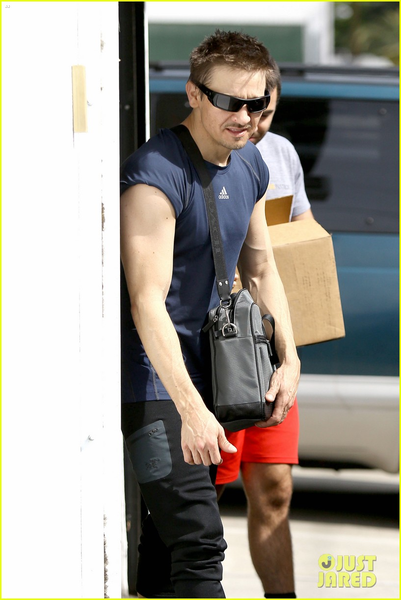 jeremy renner is back in hawkeye mode shows off muscles 143061847