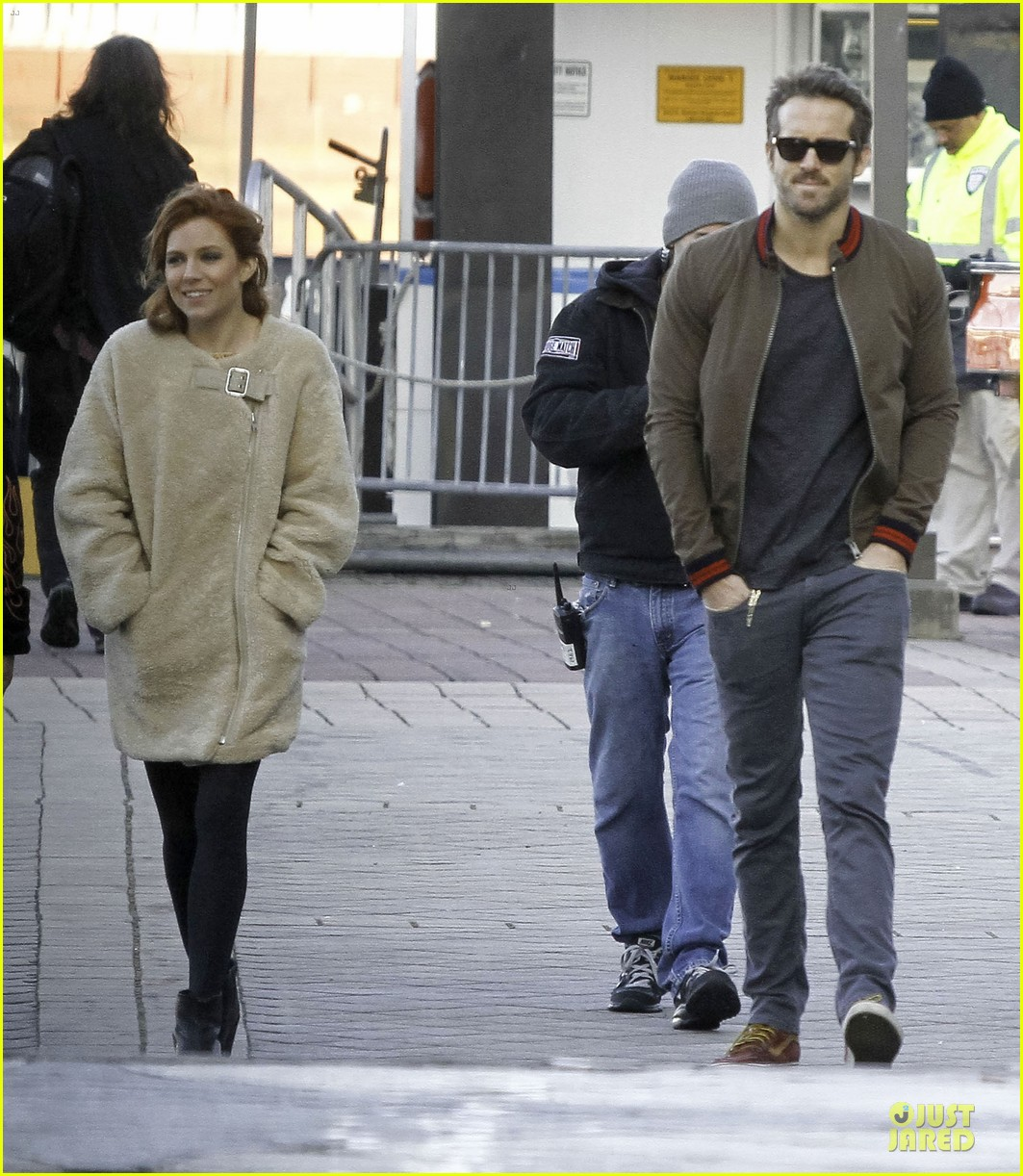ryan reynolds sienna miller film steamboat scenes for mississippi grind 05