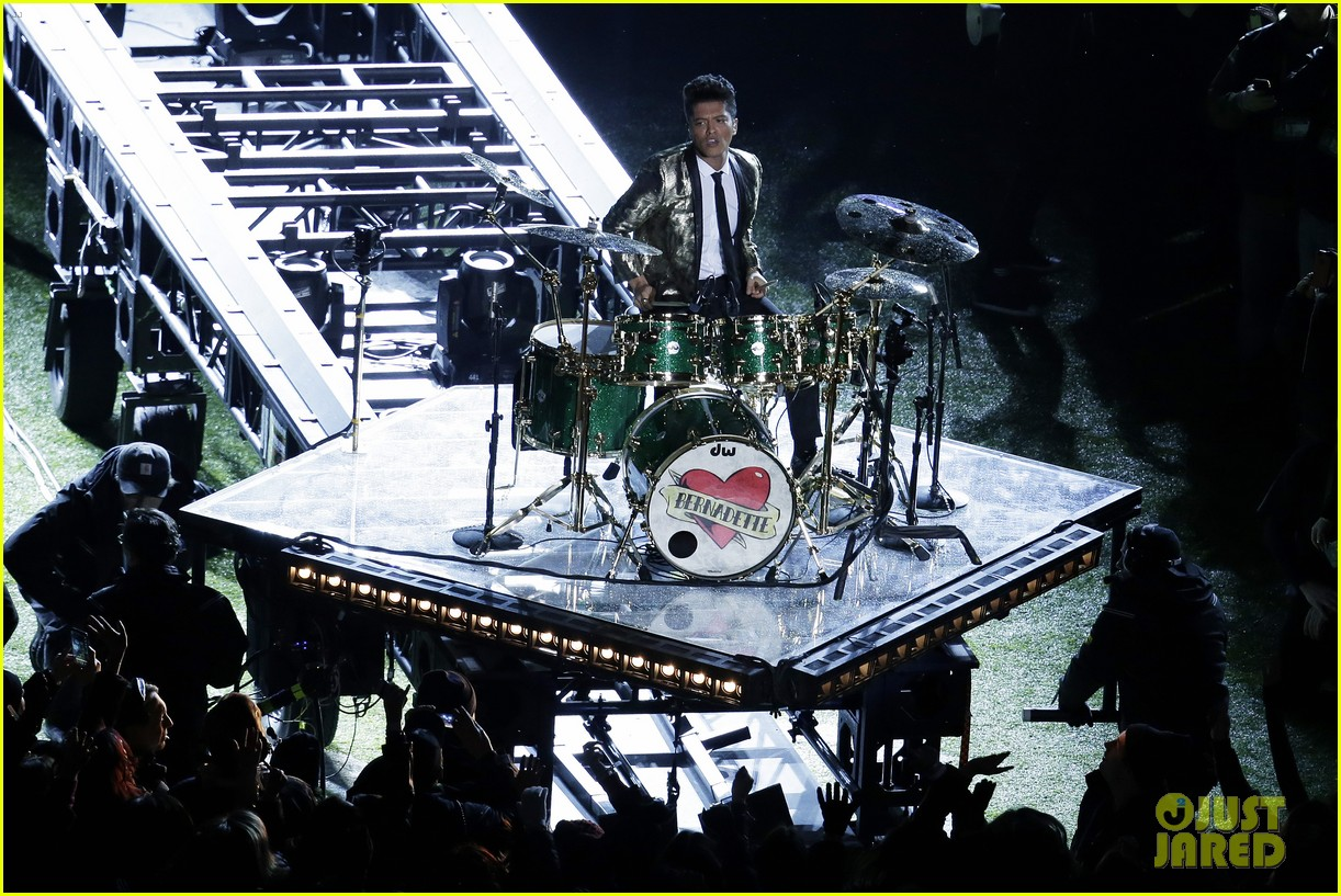 red hot chili peppers super bowl halftime show 2014 video 073046571