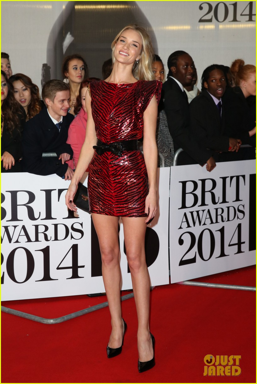 rosie huntington whiteley brit awards 2014 red carpet 043056305
