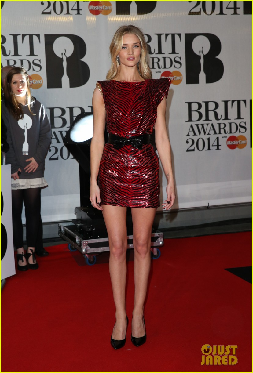 rosie huntington whiteley brit awards 2014 red carpet 063056307