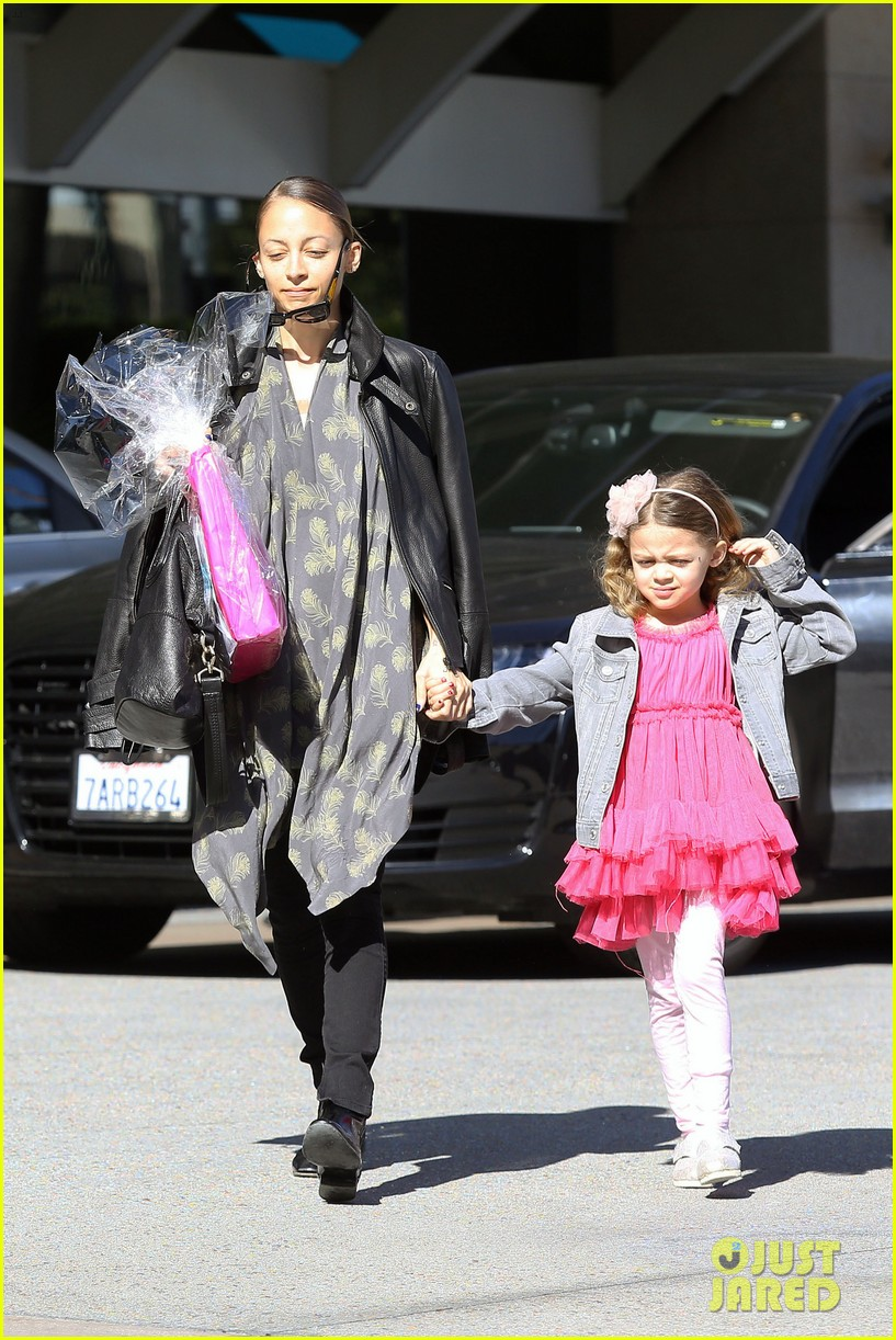 nicole richie birthday party fun with cutie pie harlow 05