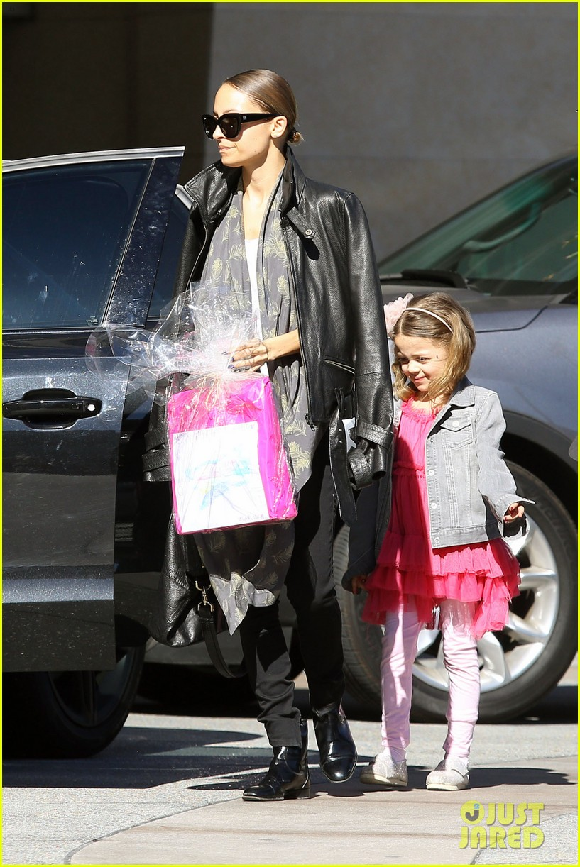 nicole richie birthday party fun with cutie pie harlow 073046766