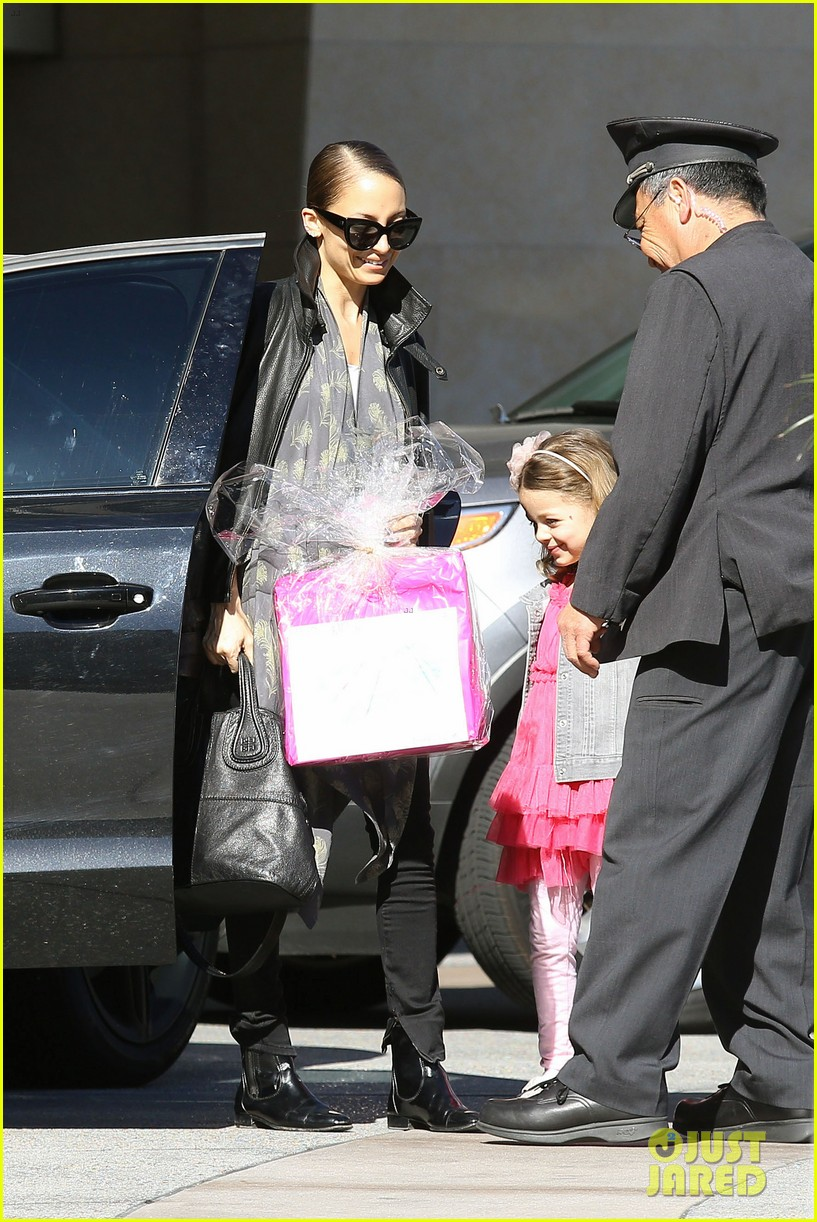 nicole richie birthday party fun with cutie pie harlow 083046767