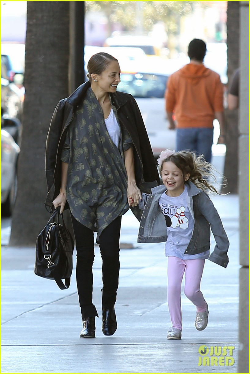 nicole richie birthday party fun with cutie pie harlow 11