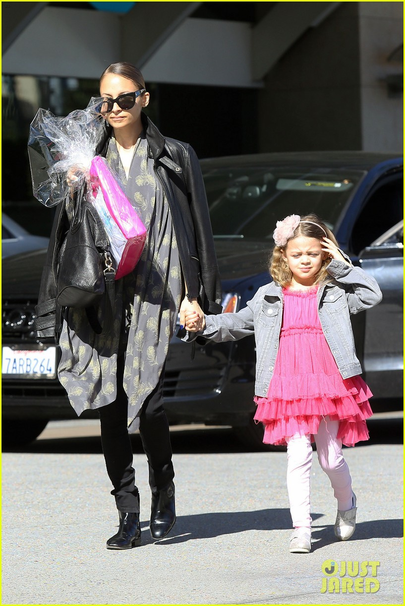 nicole richie birthday party fun with cutie pie harlow 133046772