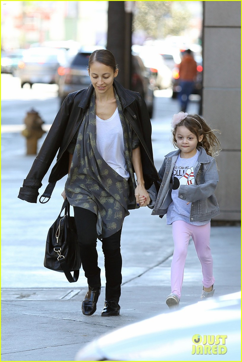 nicole richie birthday party fun with cutie pie harlow 183046777