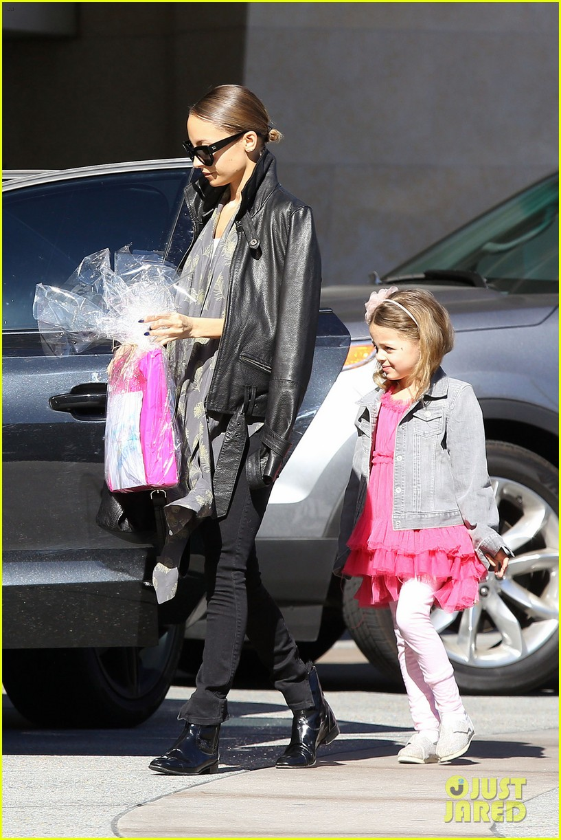 nicole richie birthday party fun with cutie pie harlow 303046789