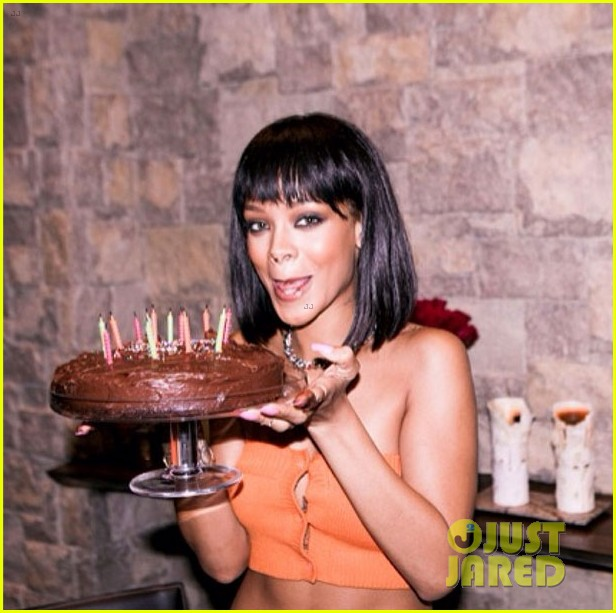 Rihanna Celebrates Turning 26 With Birthday Cake Cake Cake Photo