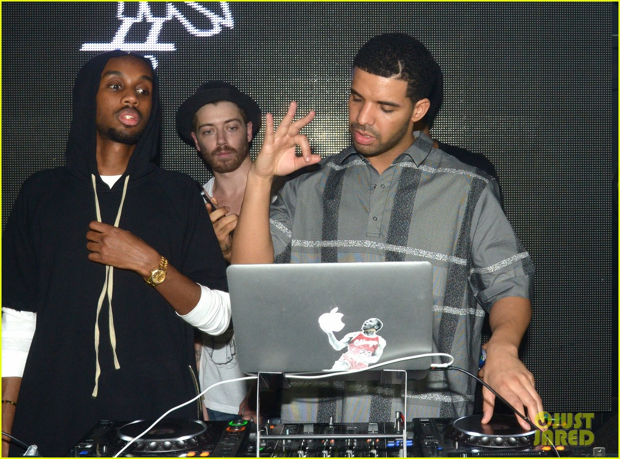 rihanna supports drake at club one year anniversary 033060342