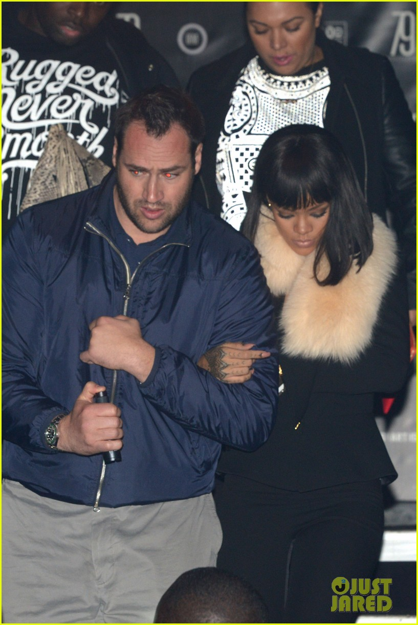 rihanna supports drake at club one year anniversary 053060344