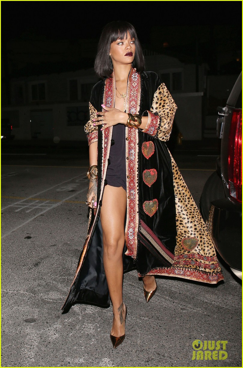 rihanna supports p6 campaign against russias anti gay laws 033054988
