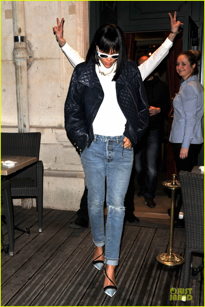 rihanna photo bombed by peace sign flashing fan at farnesina restaurant 013062530