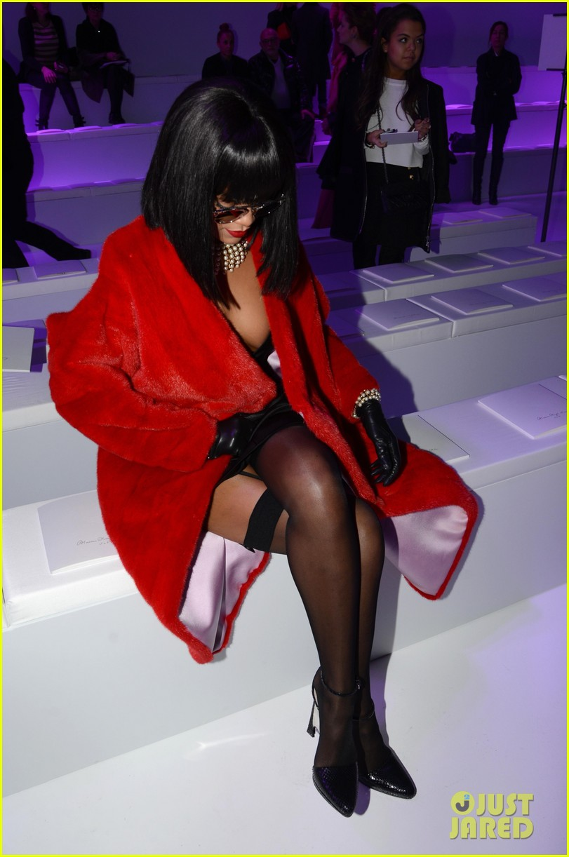 rihanna covers up sexy black outfit with red coat 03