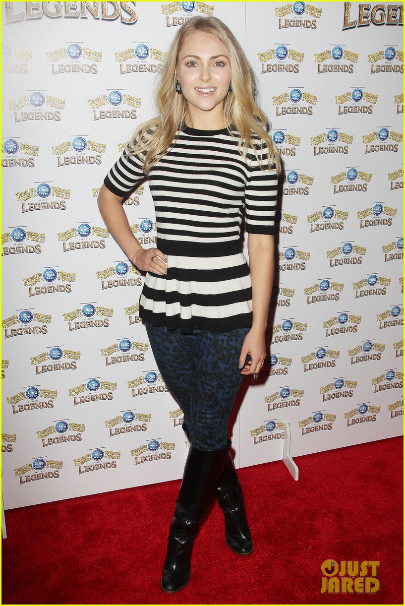 annasophia robb helps welcome the circus to brooklyn 233057715