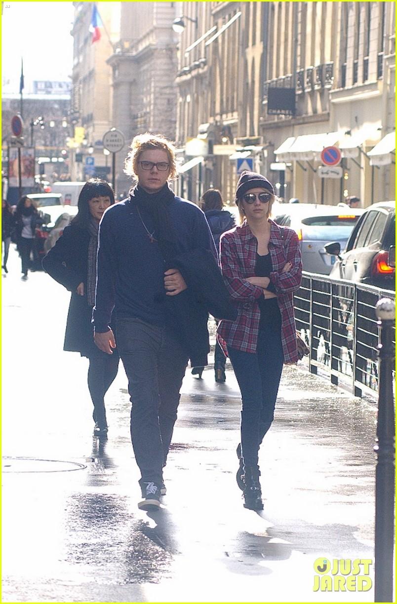 emma roberts evan peters skip oscars madness for paris fashion week fun 123061797