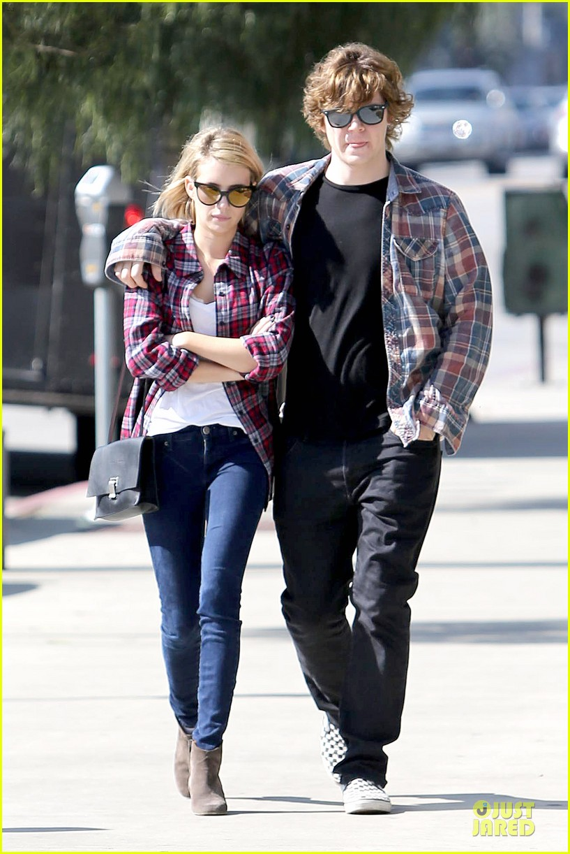 emma roberts toasts 23rd birthday with evan peters 013051154