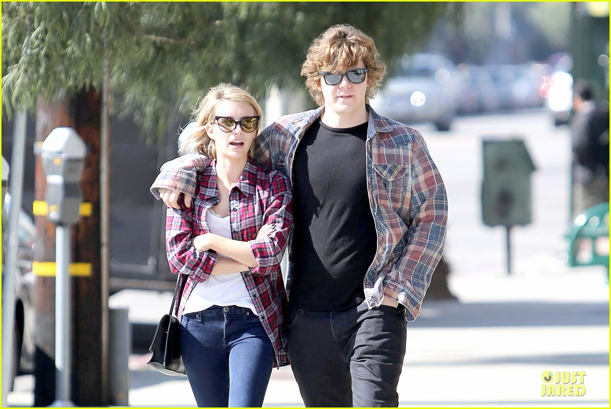 emma roberts toasts 23rd birthday with evan peters 093051162