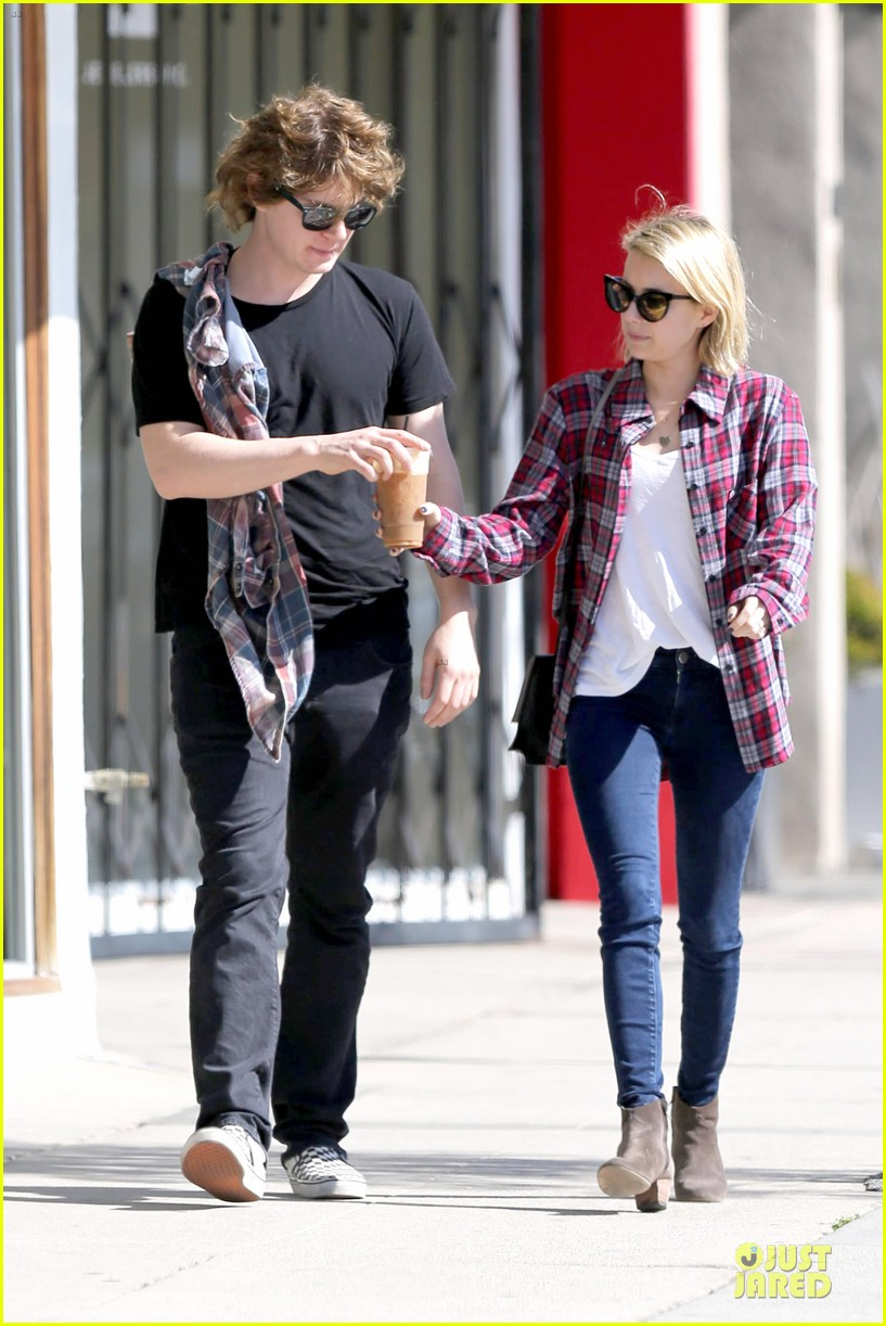 emma roberts toasts 23rd birthday with evan peters 123051165