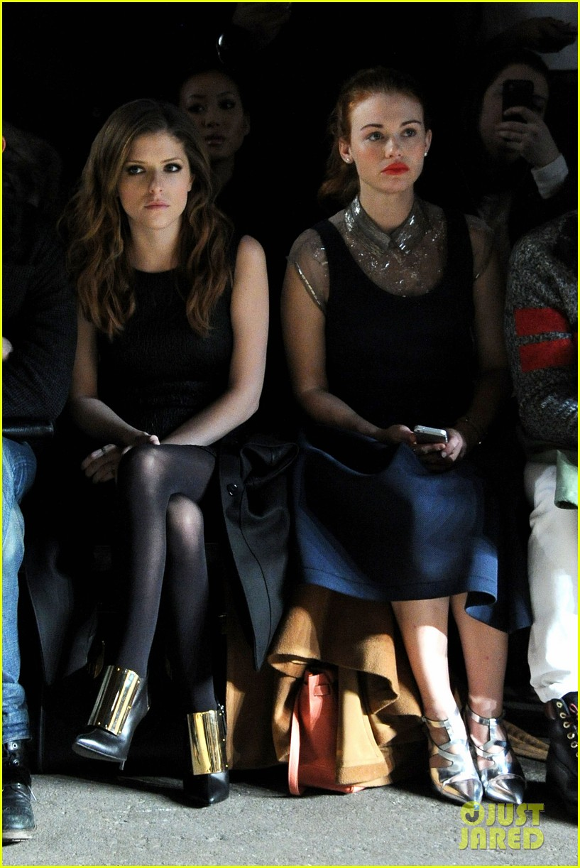 holland roden anna kendrick get front row look at philosophy show 053052146