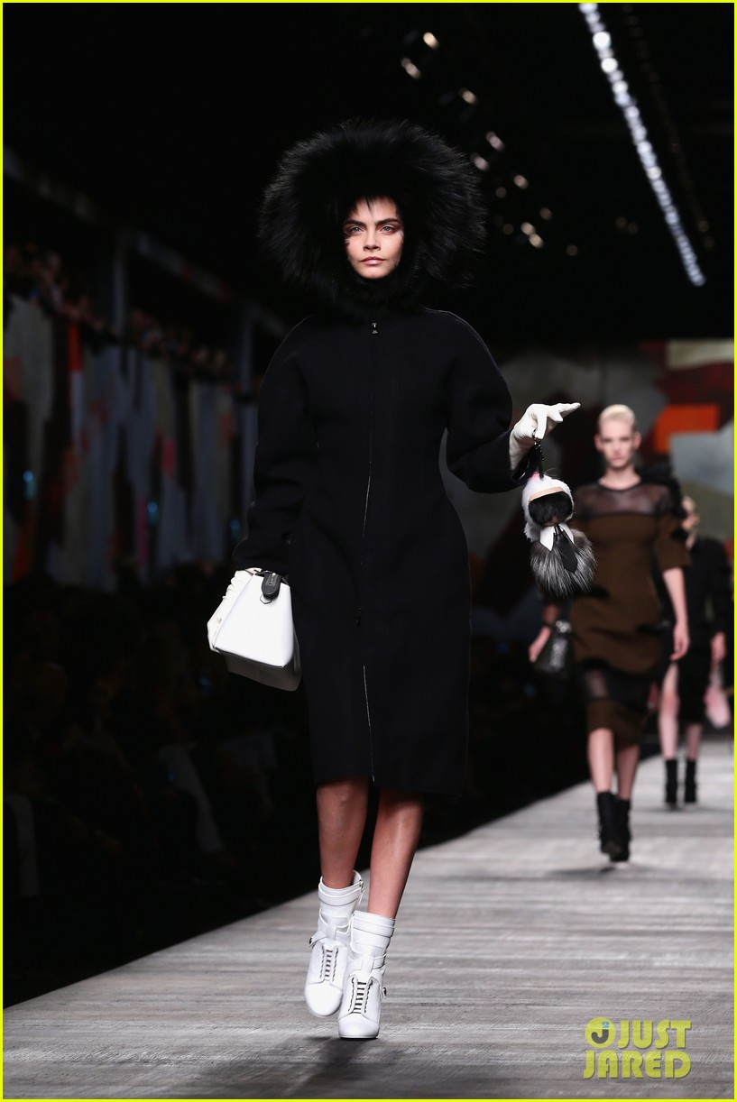 michelle rodriguez supports rumored girlfriend cara delevingne at fendi show 033057537