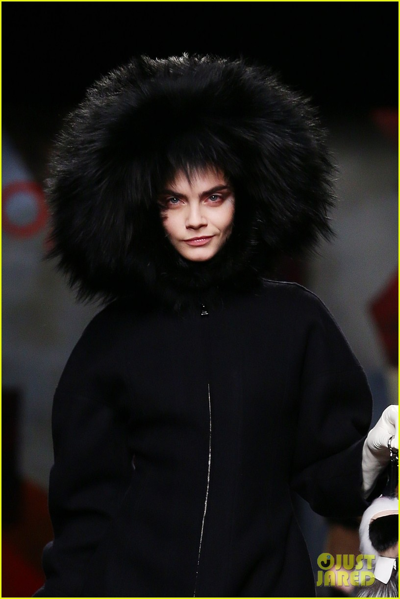 michelle rodriguez supports rumored girlfriend cara delevingne at fendi show 073057541