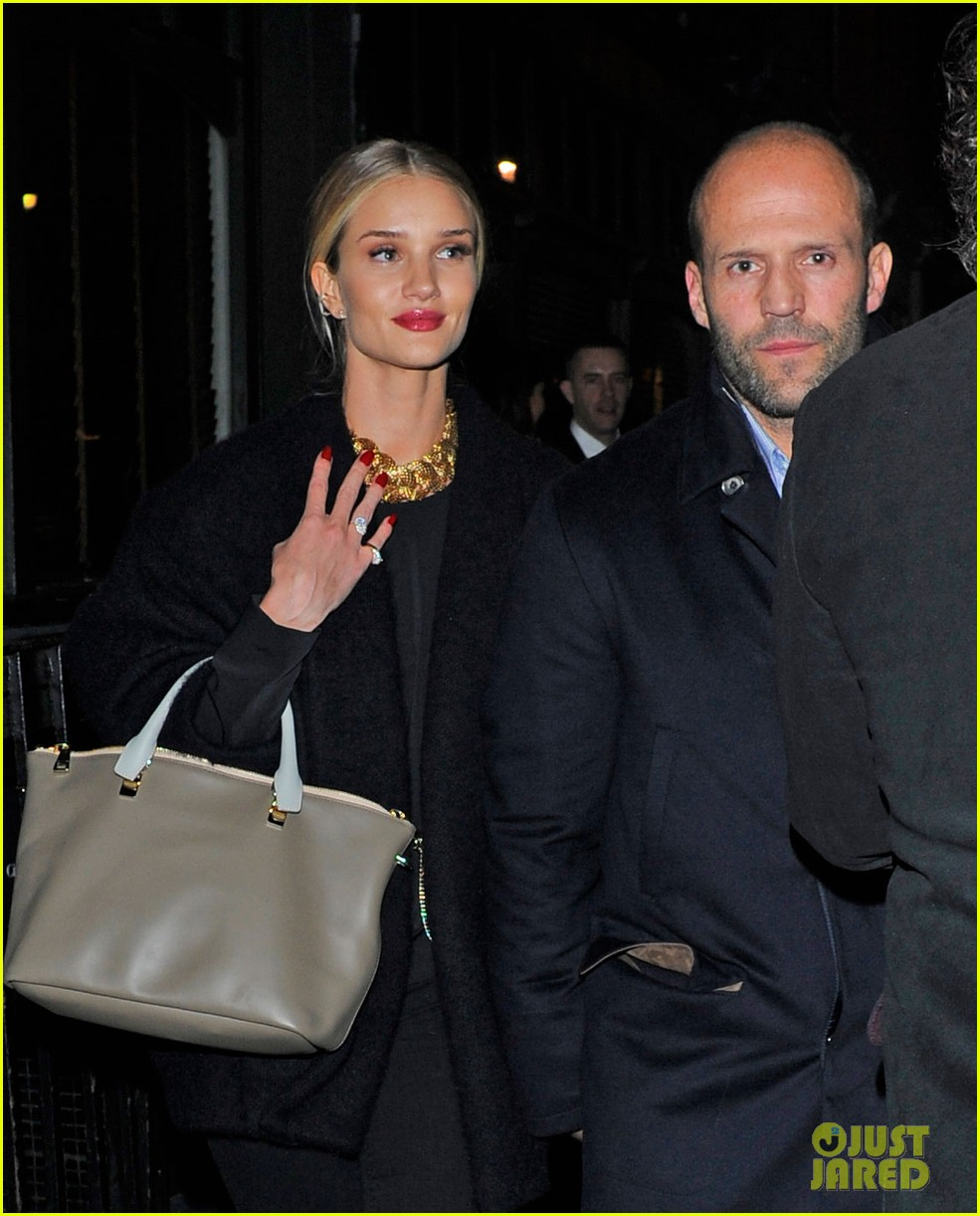 rosie huntington whiteley gushes over boyfriend jason statham 063054374
