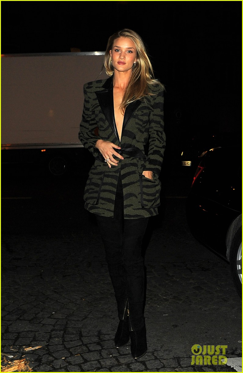 rosie huntington whiteley rocks zebra stripes in paris 033061248