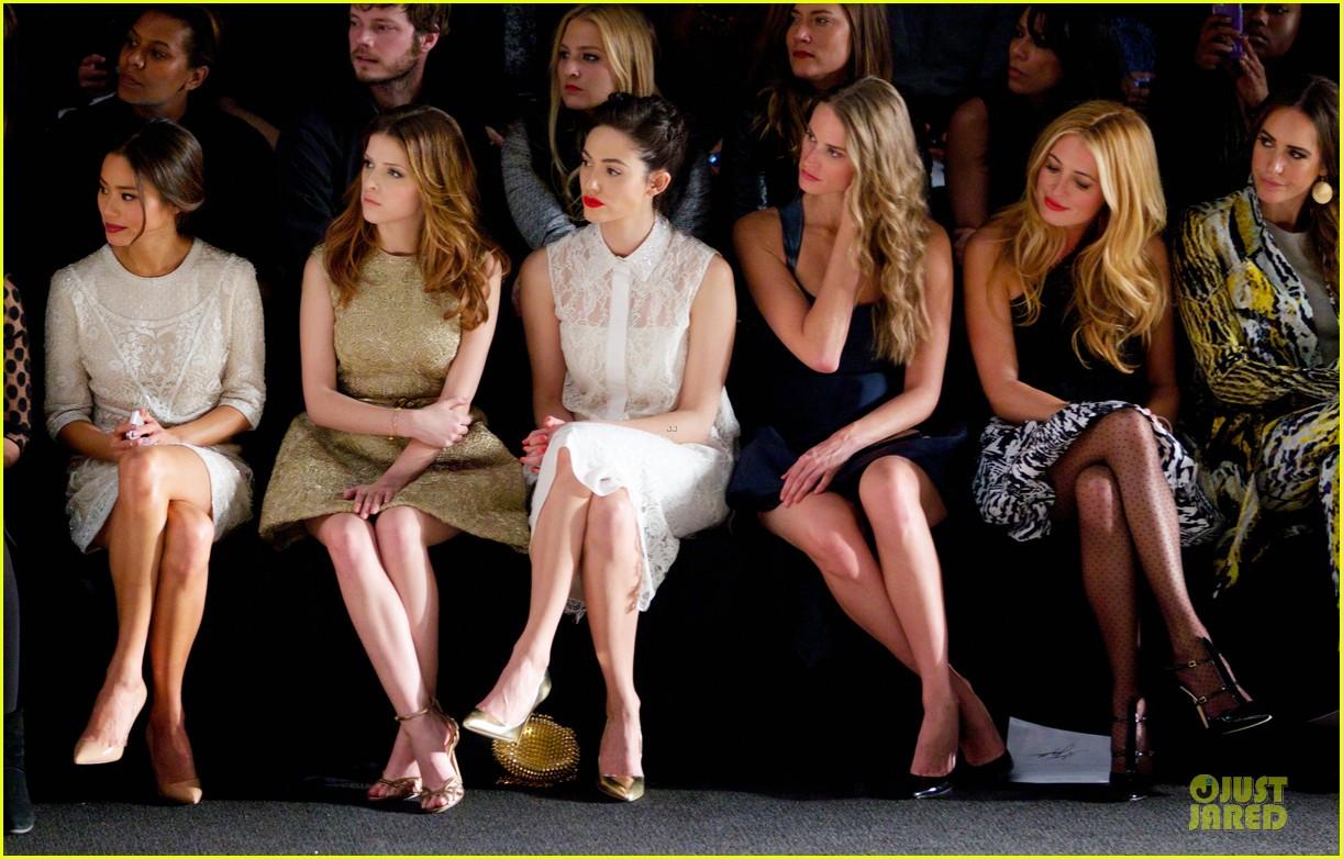 emmy rossum anna kendrick monique lhuiller fashion show 043049885