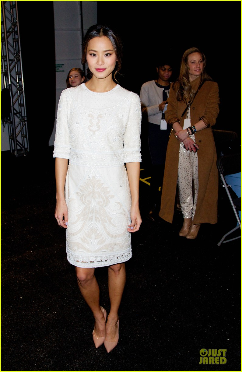 emmy rossum anna kendrick monique lhuiller fashion show 123049893